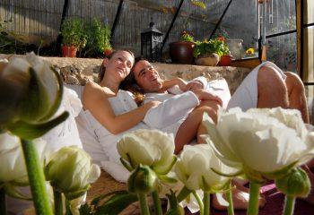 ספא זוגי אפרת וגיל עם פרחים